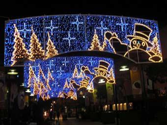 Luces de Navidad en la calle.
