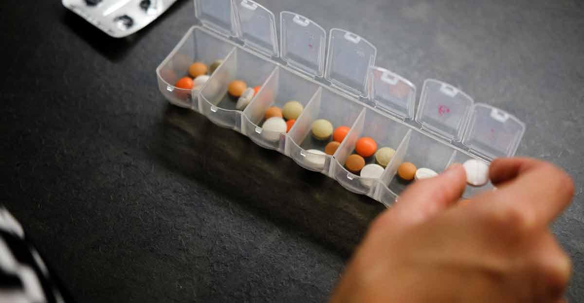 Explicación de cómo el euro por receta y el copago en medicamentos acentúan la pérdida de derechos y de poder adquisitivo