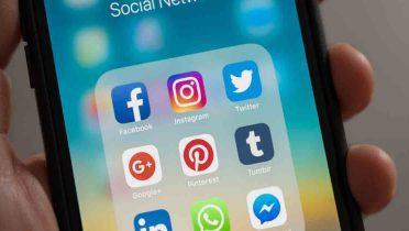 Conectados 24 horas, ya nos comunicamos con más gente por las redes sociales que en persona