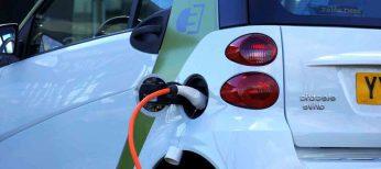 Los silenciosos coches eléctricos tendrán que hacer un mínimo de ruido para que los peatones los oigan