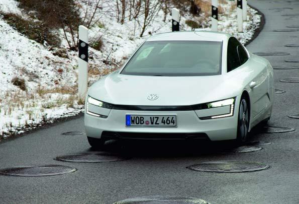 Fotos del XL1 de Volkswagen, desde el frente mostrando su parte delantera.