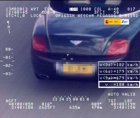 Otra foto captada a un Bentley por el radar Pegasus que registra la velocidad de coches en carreteras secundarias desde un helicóptero.
