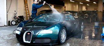 Lavar el coche con pistolas de agua a presión ahorra unos 250 litros de agua