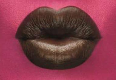 Beso de mujer rosa.