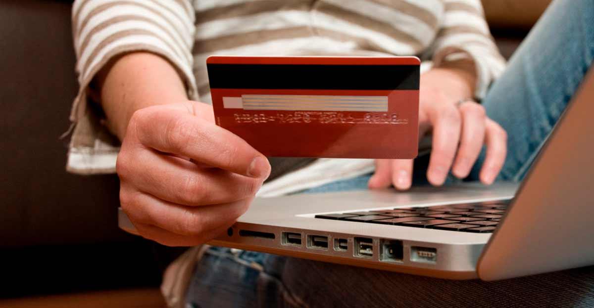 40.000 euros defraudados en dos meses haciendo más de mil cargos bancarios a tarjetas de crédito