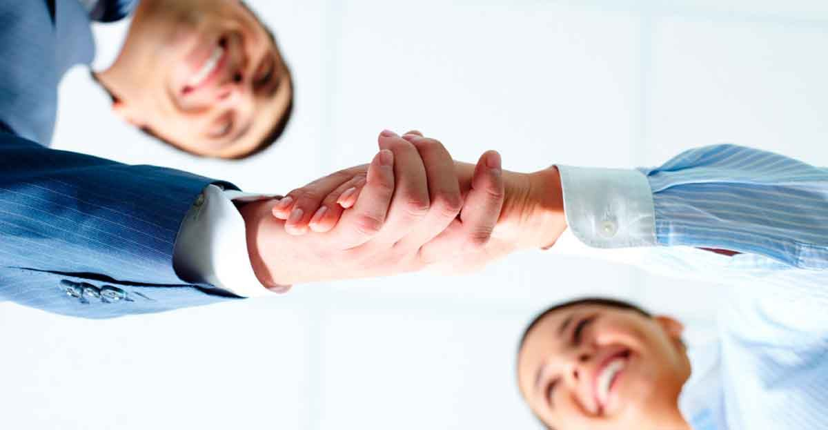 Piden a los políticos que reduzcan los cargos de confianza colocados 'a dedo'