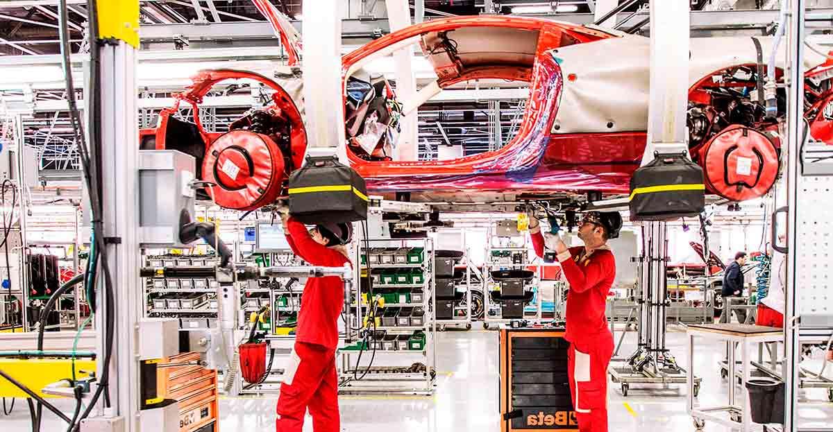 Ferrari da a todos sus empleados dos bonus por el valor de 6 de sus nóminas