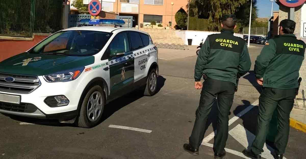 La Guardia Civil interviene 738.000 euros a dos ancianos viajaban en autobús