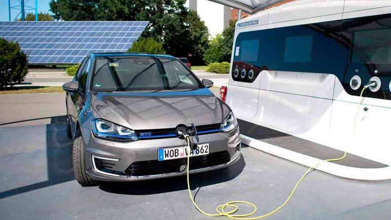 Los coches híbridos enchufables ahorran respecto a un gasolina 1.400 euro anuales en 20.000 km