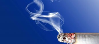 El humo del tabaco en bares, restaurantes y discotecas se reduce un 90% en tres años