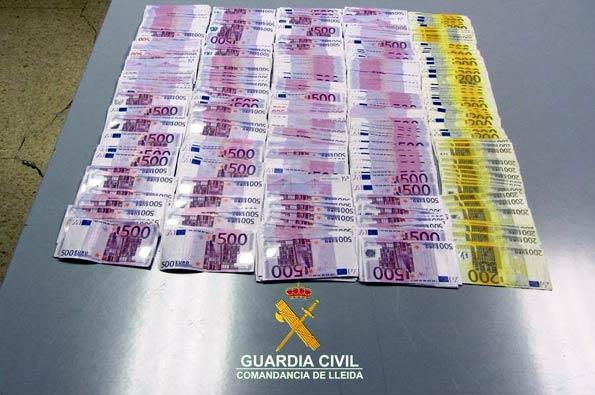 Billetes intervenidos de 500 y 200 euros.
