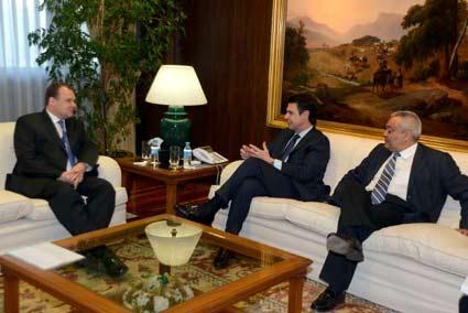 José Manuel Soria Se reúne con el presidente de Teliosonera, Tero Kivisaari, y el consejero delegado de Yoigo, Eduardo Taulet.