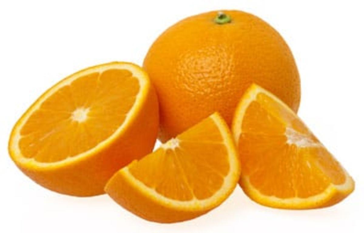 Naranjas partidas en gajos.