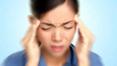 Dolor de cabeza como las migrañas podrían estar relacionados con la falta de sueño o insomnio.