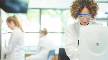 Los universitarios con mejores notas anteponen un trabajo en el que desarrollarse antes que el salario