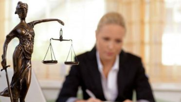 Más de la mitad de los abogados ha bajado precios con la crisis