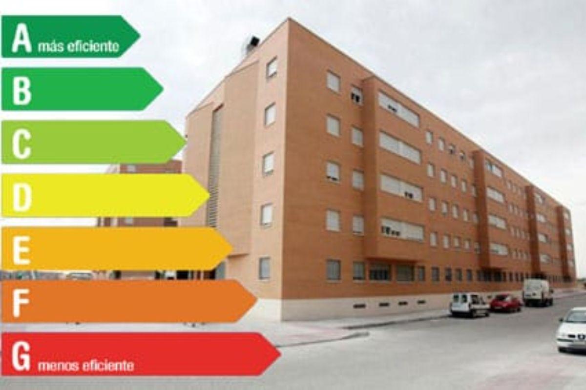 Cuadro de eficiencia energética en un edificio.
