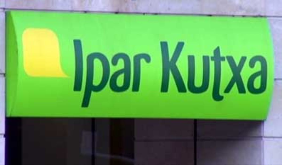 Letrero de la entidad Ipar Kutxa.