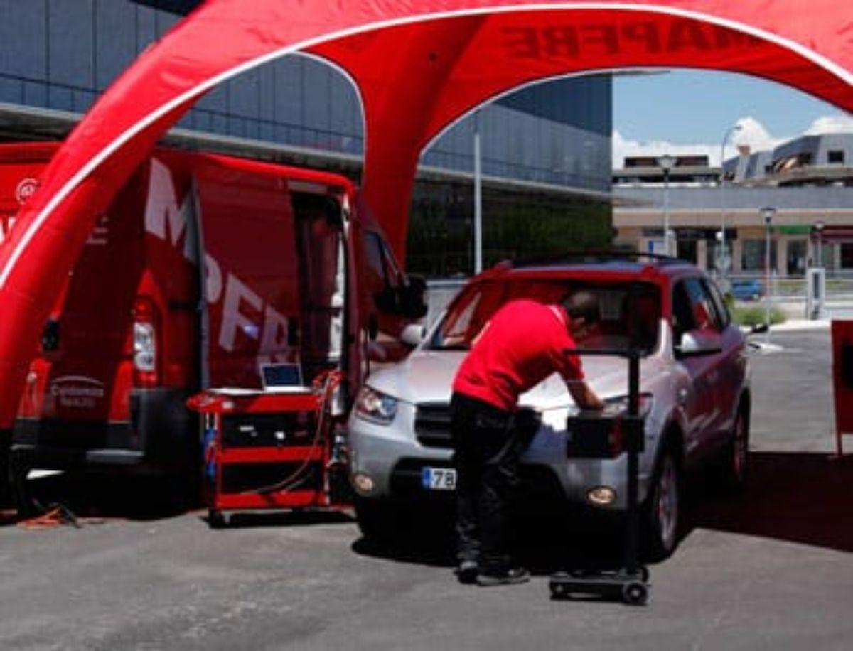 Mapfre hará la revisión del coche gratis a no asegurados.