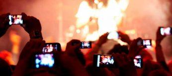 El smartphone acaba con mecheros y cámaras en los conciertos