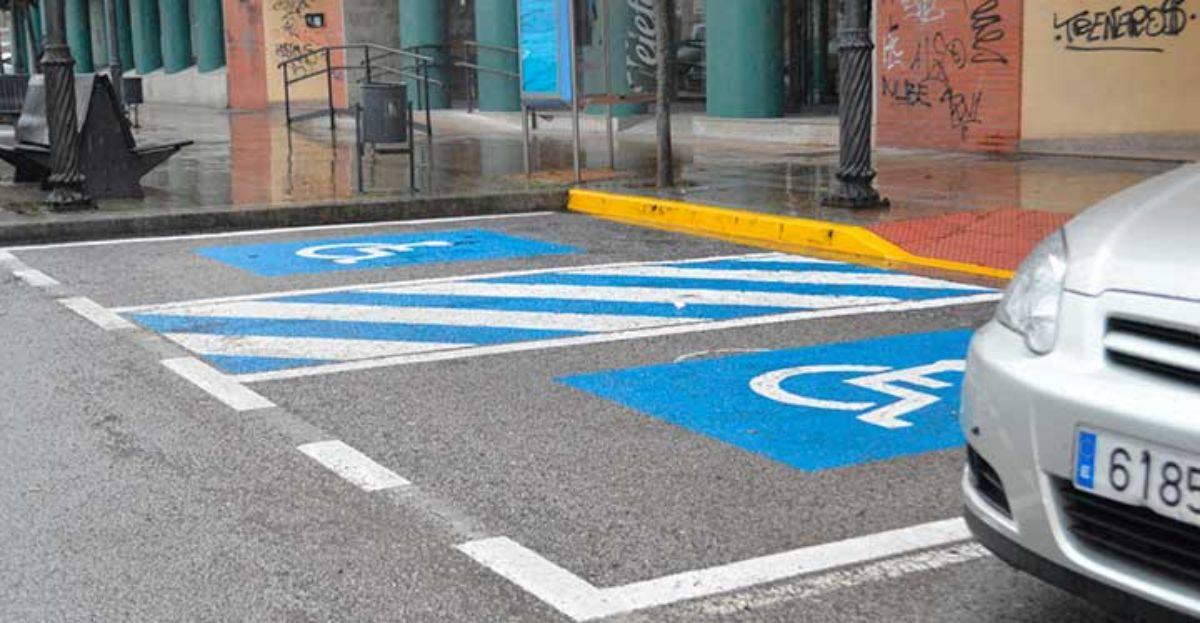 Multas en Madrid a los coches aparcados en zona de minusválidos aunque presenten la tarjeta de discapacitados