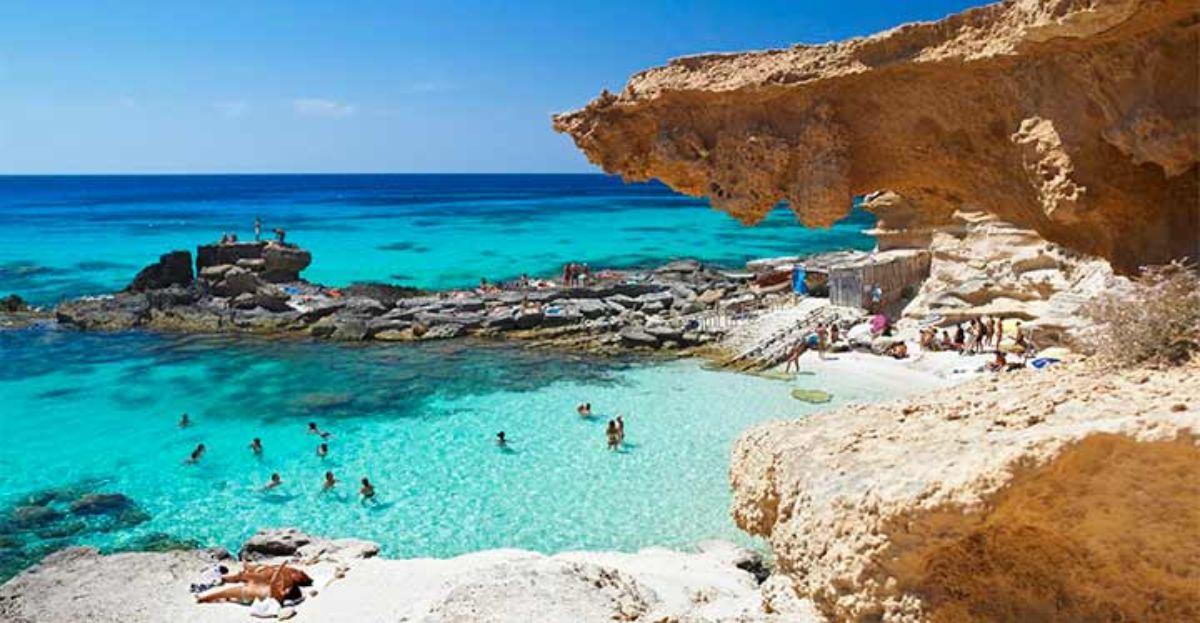 Las playas españolas siguen ancladas en el modelo turístico de 'sol y playa'