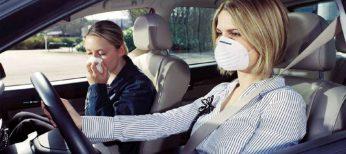 Por qué huele mal el aire acondicionado del coche