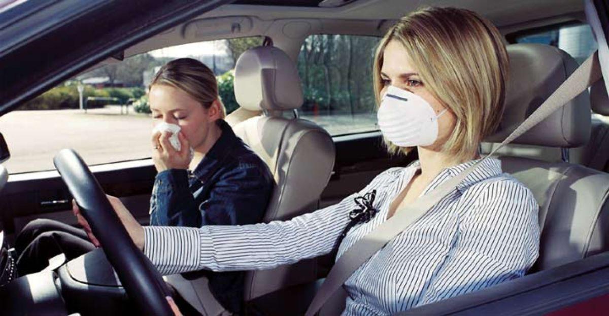 Por qu huele mal el aire acondicionado del coche for Mal olor aire acondicionado