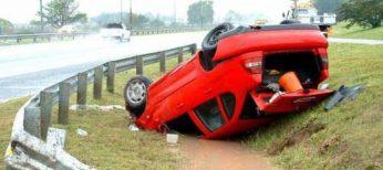 El accidente de tráfico más común es salirse y volcar con el coche.