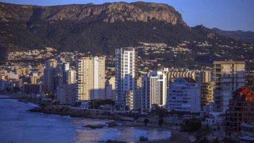 Costa de Calpe, en Alicante, donde se puede ver los estragos del ladrillo frente a la playa.