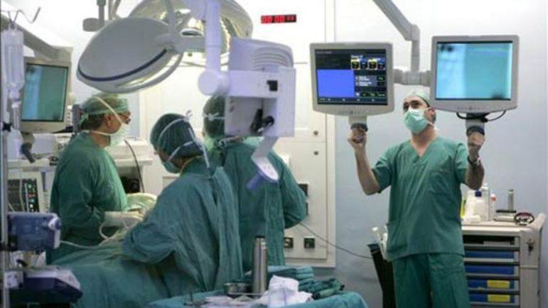 Intervención médica a través de la Sanidad Pública.