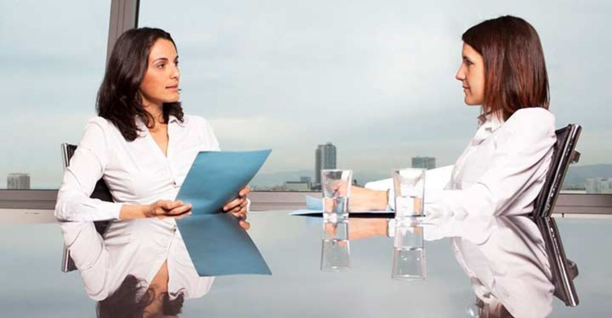 Exjefes, sueldo, llegar tarde... lo que en una entrevista de trabajo no debes hacer