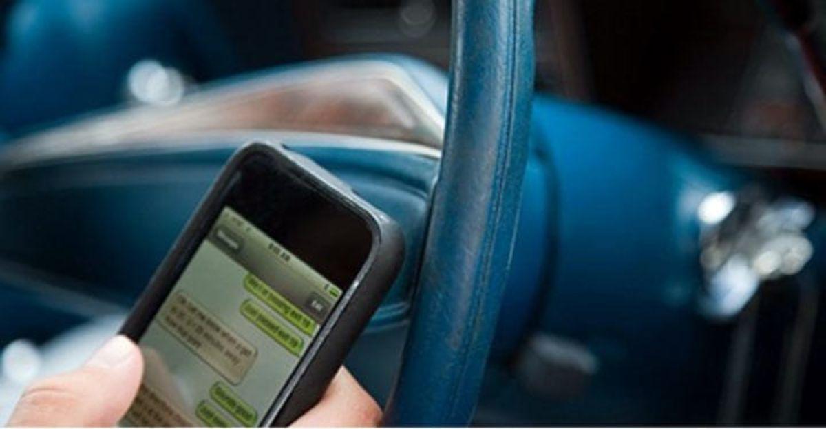 Conducir y usar el Whatsapp es una imprudencia.