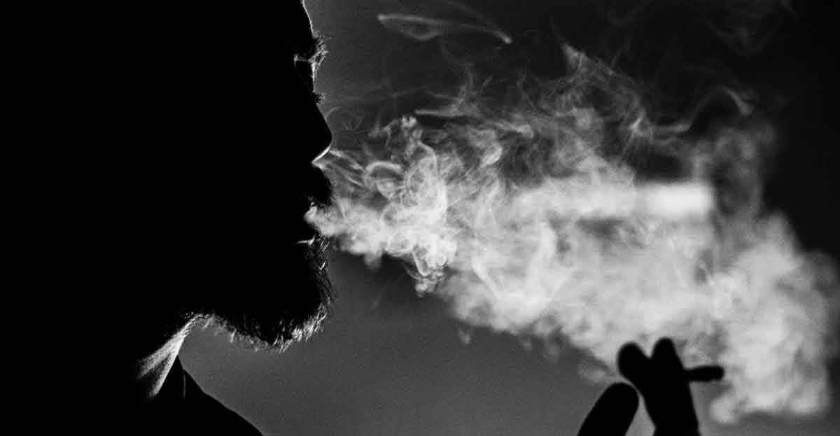 Despedido por fumar en los vestuarios del trabajo
