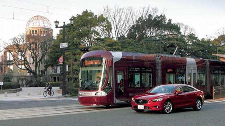 Un Mazda 6 en el que se prueba el sistema de seguridad avanzada.