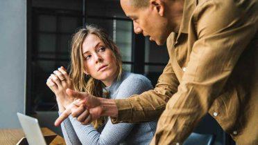 Tensión entre compañeros de trabajo, principal motivo para no trabajar