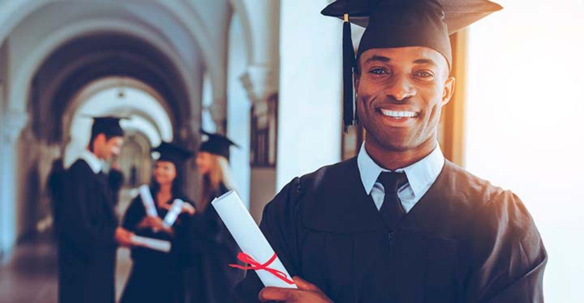 Una licenciatura o un grado universitario no aseguran encontrar trabajo