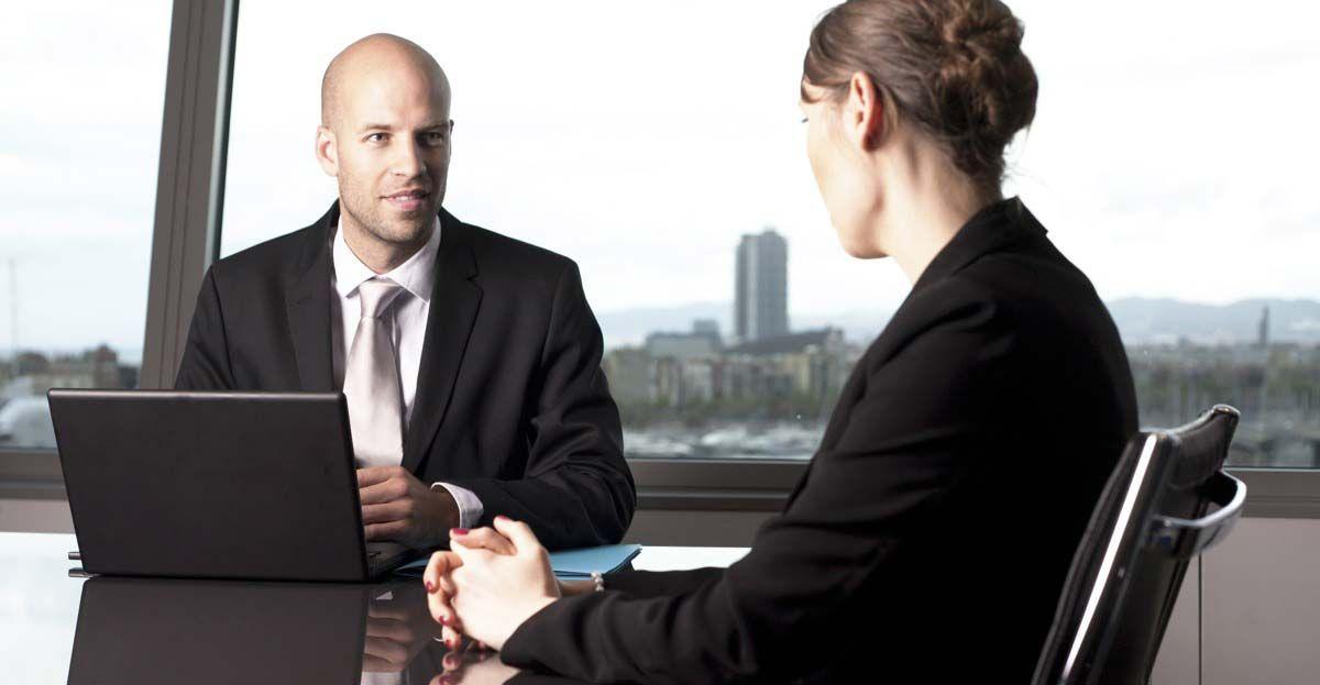 Las preguntas típicas que te hacen sobre tu liderazgo y toma de decisiones en una entrevista de trabajo (y cómo contestarlas)
