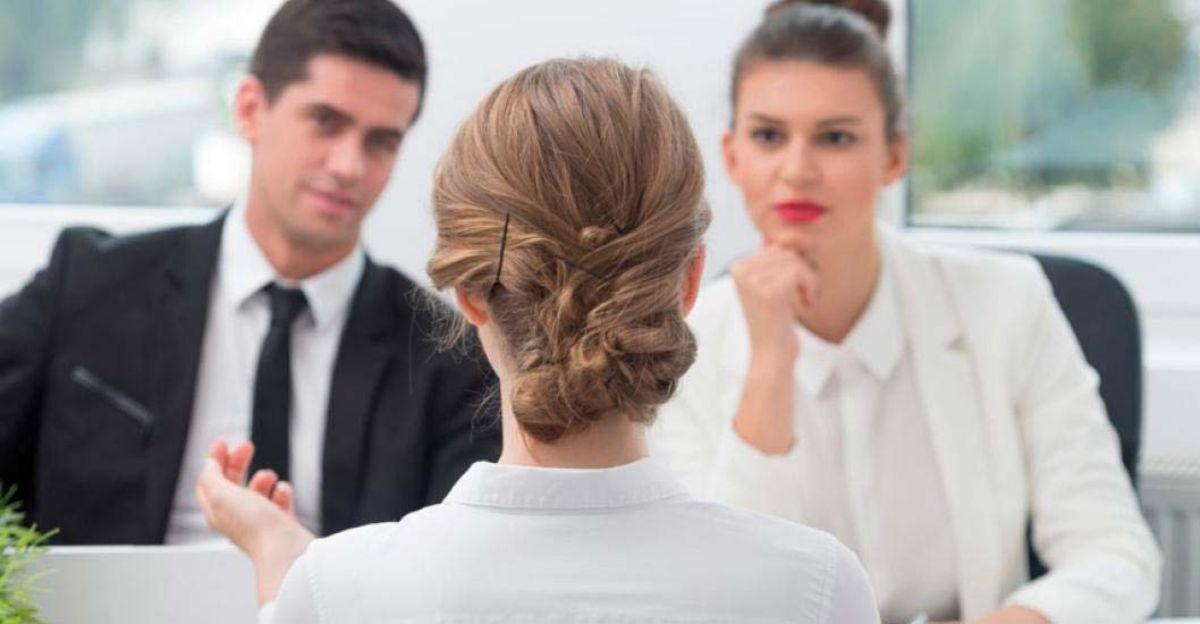 Las preguntas típicas que te hacen sobre tu tolerancia a la presión y capacidad de trabajo en equipo en una entrevista de trabajo (y cómo contestarlas)