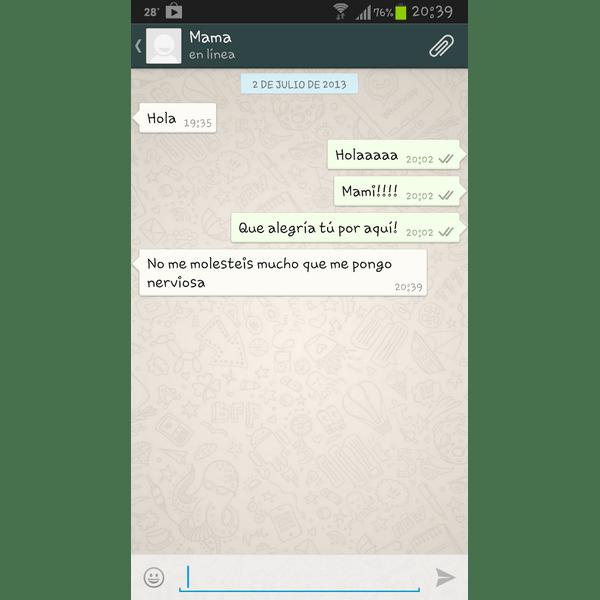 En la onda tecnológica del WhatsApp, a veces los hijos son los que persiguen a los padres.