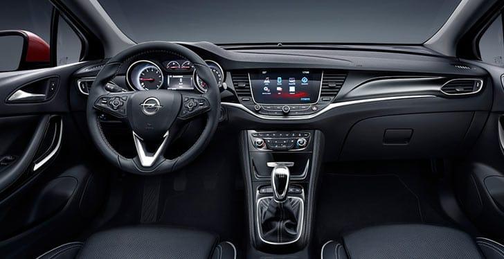 El interior del nuevo Opel Astra, que facilita la conexión con el teléfono desde la consola central-1