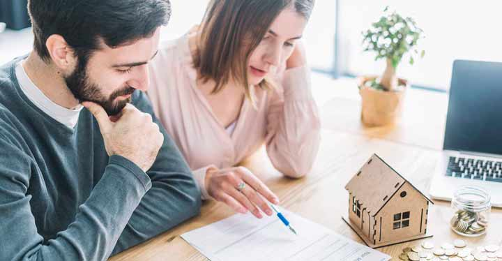 Firma del contrato del alquiler con opción a compra