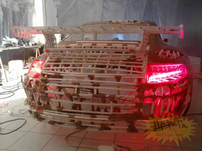 Luces traseras del vehículo funcionando