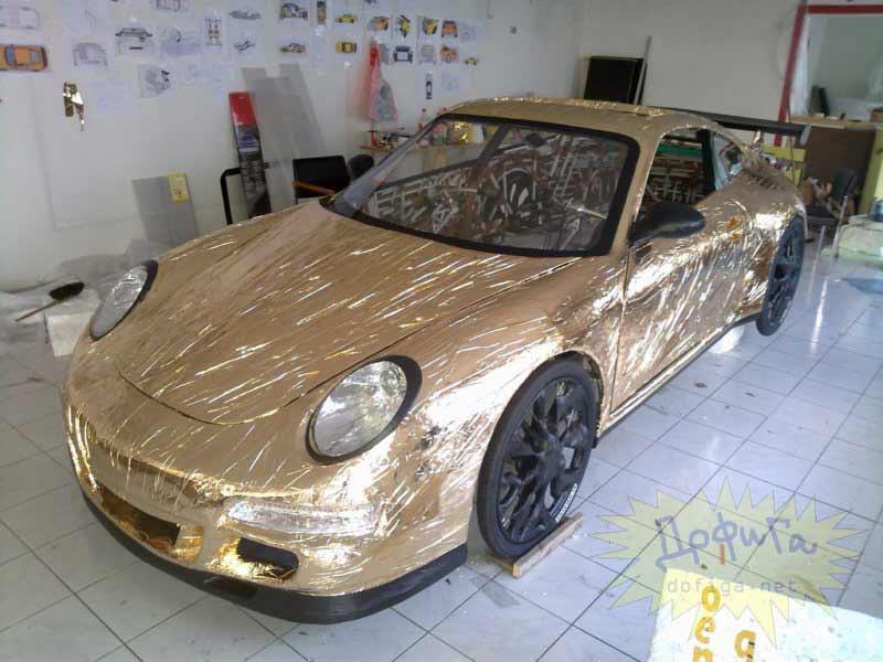 Papel dorado como pintura del vehículo