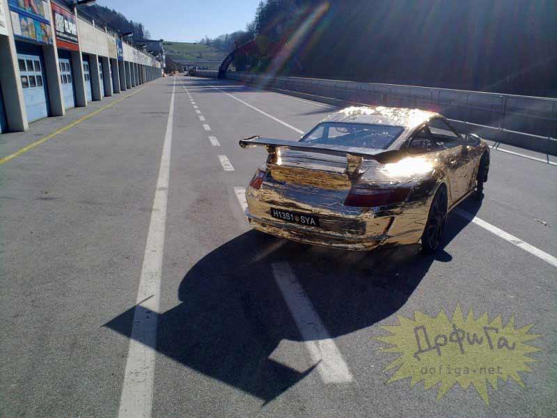 Porsche en la calle pintado