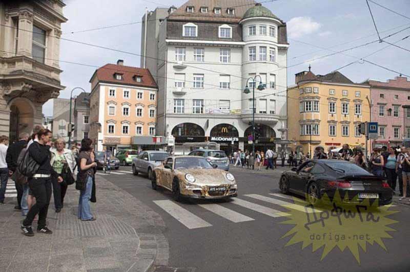 Porsche en la carretera