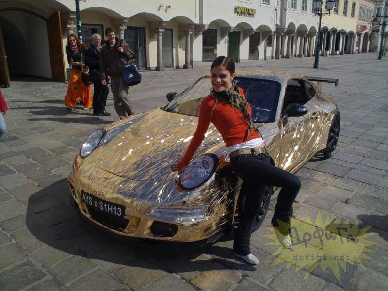Porsche aparcado en una plaza