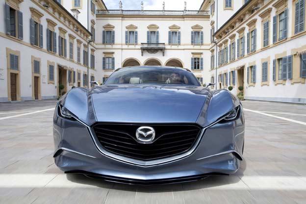 Parte delantera del Mazda SHINARI
