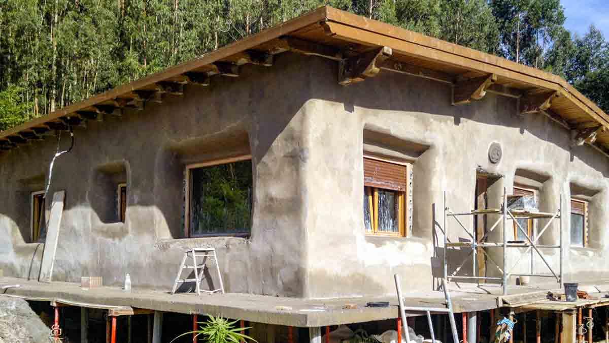 Casa prefabricada de paja y madera