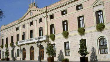 Fachada del ayuntamiento de Sabadell, en Barcelona.